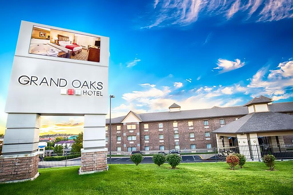 Discount Grand Oakes Hotel Lodging Branson Missouri